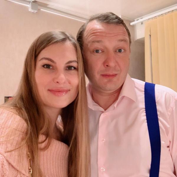 Фото №1 - «Сына жалко»: в Сети обсуждают видео разборок с экс-женой, которое опубликовал Марат Башаров