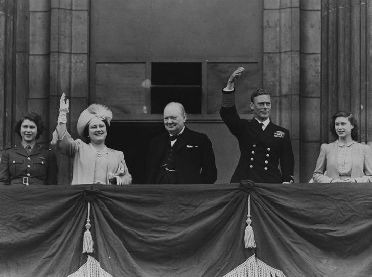Фото №6 - Почему будущую Королеву и принцессу Маргарет не эвакуировали во время Второй мировой войны