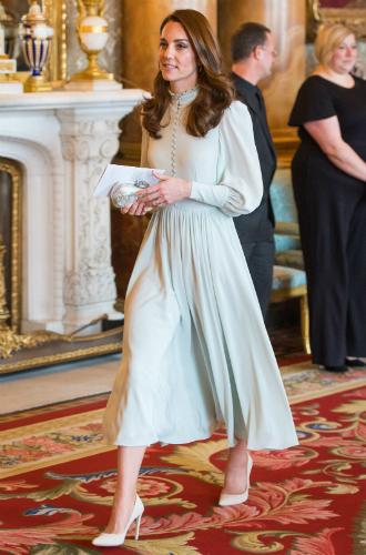 Фото №5 - Как герцогиня Кейт укрепила свои позиции в королевской семье с помощью всего одного платья