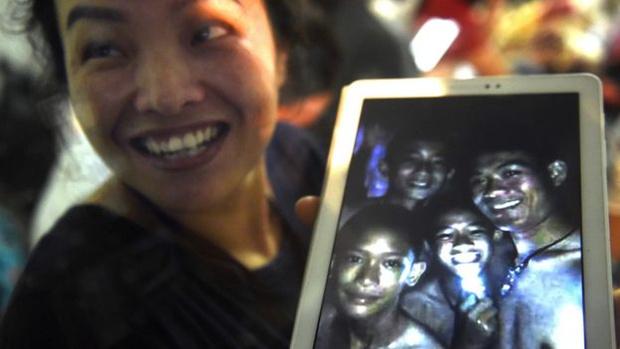 Фото №2 - #13Survived: в Тайланде нашли 13 пропавших в затопленной пещере подростков