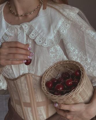Фото №3 - Создаем образ в духе 19-го века вместе с Аней Хахадетка 👸