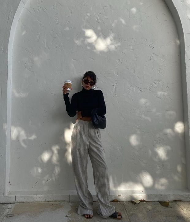 Фото №1 - Широкие брюки + узкая водолазка: осенний образ инфлюенсера Джен Себаллос