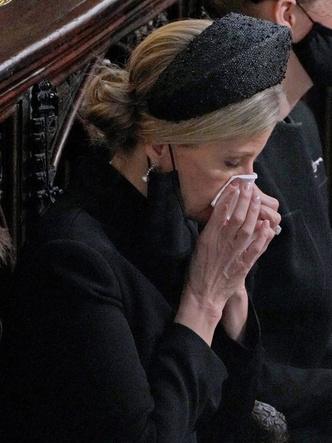 Фото №3 - Не дети и не внуки: кто стал главной опорой Елизаветы после смерти Филиппа