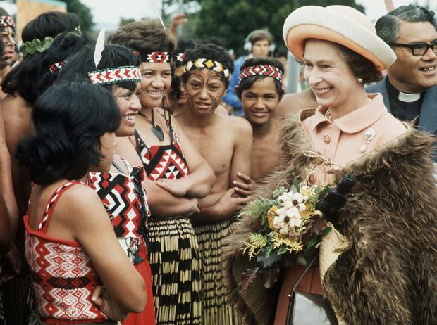 Фото №4 - Холодный прием: самый неприятный инцидент в «карьере» Королевы и ее бесценная реакция