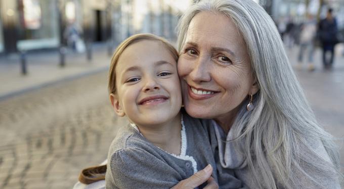 На воспитании у бабушки: можно ли заменить родителей?