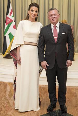 Фото №10 - Дивный Восток: 10 лучших выходов иорданской королевы Рании за 2017 год
