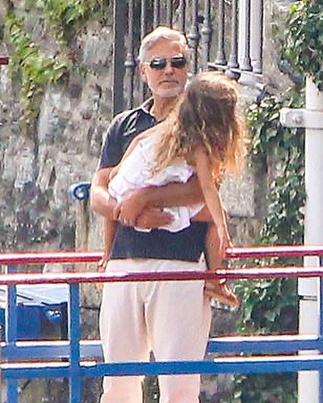 Фото №4 - Идеальная семья: Амаль и Джордж Клуни отдыхают с детьми в Италии