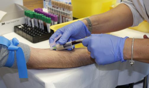 Фото №1 - Главный трансплантолог Минздрава объяснил, можно ли заразиться коронавирусом при переливании крови