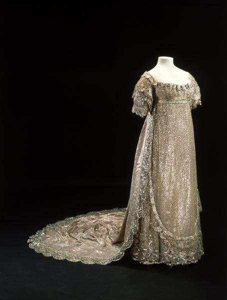 Фото №5 - Кружева истории: самые старые свадебные платья в мире