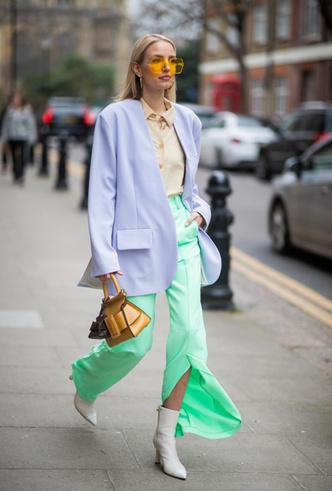 Фото №10 - Гид по тренду: как носить брюки с разрезами