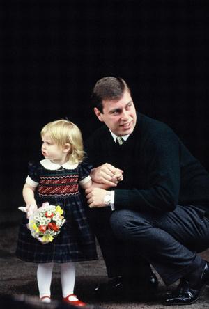 Фото №3 - Почему принцесса Беатрис может лишиться своего титула (и при чем здесь принц Луи)