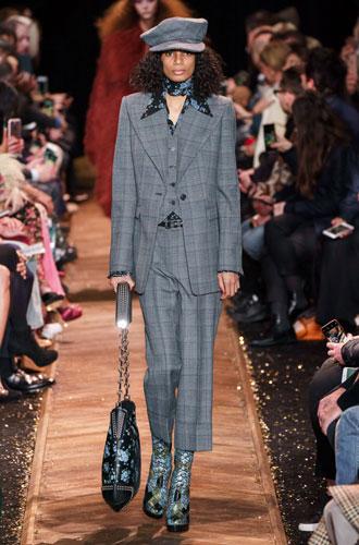 Фото №41 - От классики до сочных красок: лучшие костюмы с Недели моды в Нью-Йорке
