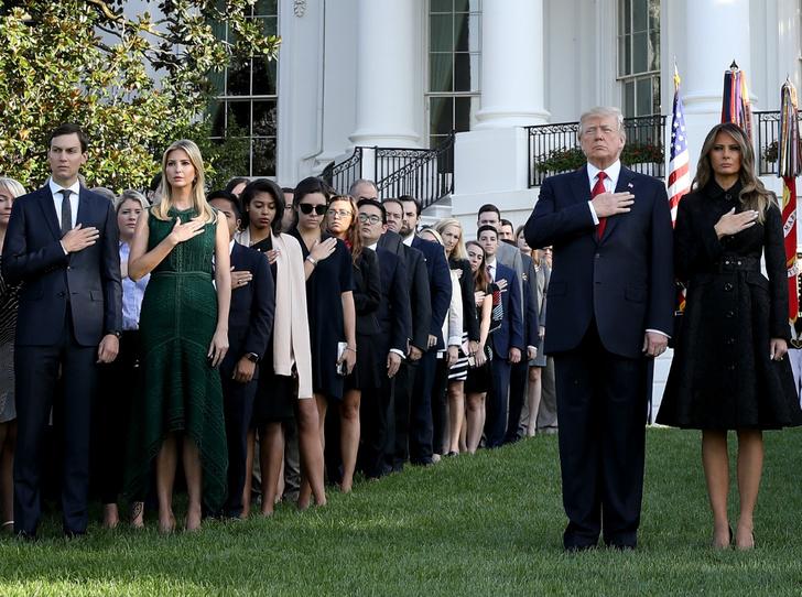 Фото №2 - Почему Иванка Трамп до сих пор не покинула Белый дом