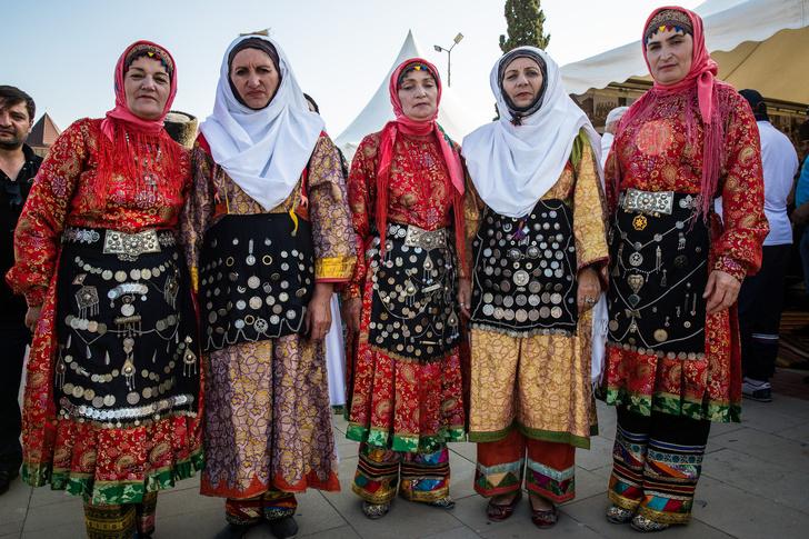 Фото №18 - «Мужа мне разрешено выбрать себе самой»: как 18-летняя лачка чтит традиции Дагестана, но не позволяет ущемлять свои права