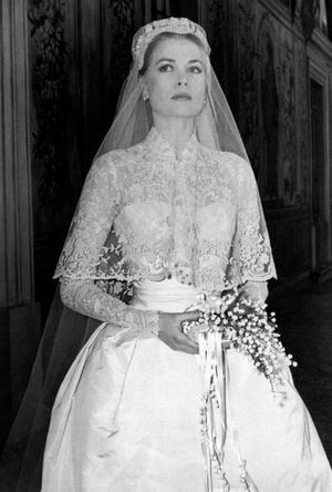 Фото №2 - Вдохновение для герцогини: чье свадебное платье скопировала Кейт Миддлтон