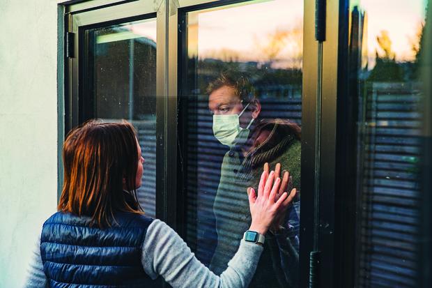 Фото №1 - Вирусолог назвал условия, при которых нас снова посадят на карантин