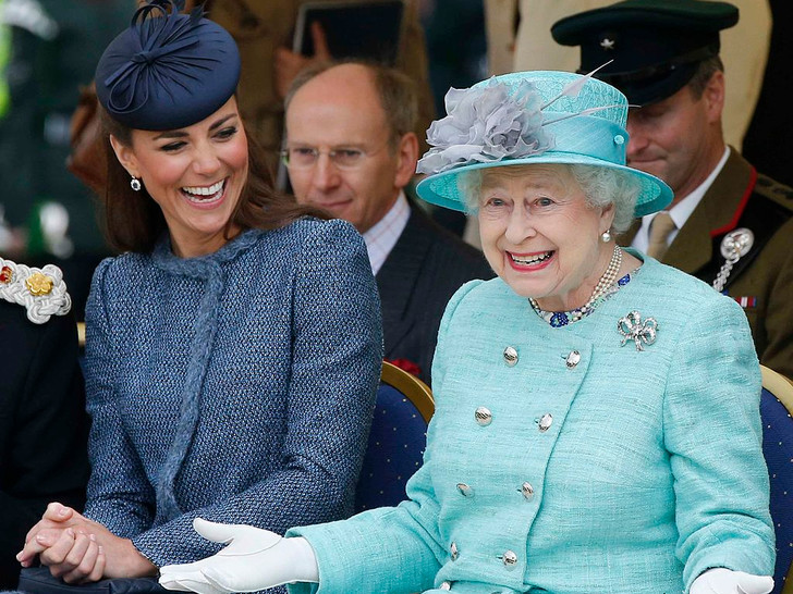 Фото №3 - Что можно и нельзя будущей королеве: 5 самых странных правил, которым обязана следовать Кейт Миддлтон
