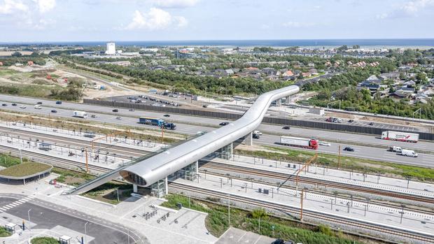 Фото №1 - Изогнутый пешеходный мост в Дании
