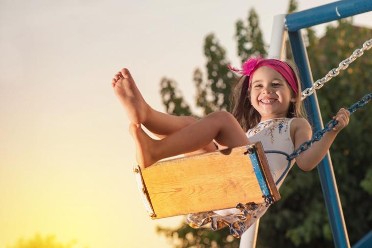Фото №1 - Почему малышу обязательно нужно играть в песочнице: мнение психолога