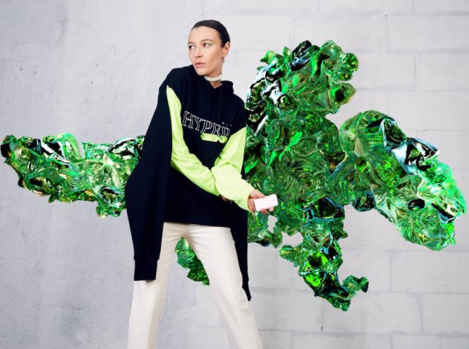 Фото №1 - Коллаборация ZNY и glo™ Hyper: одежда, «оживающая» в дополненной реальности