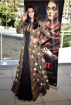 Фото №95 - Болливуд в Каннах: Айшвария Рай и все ее наряды за историю кинофестиваля