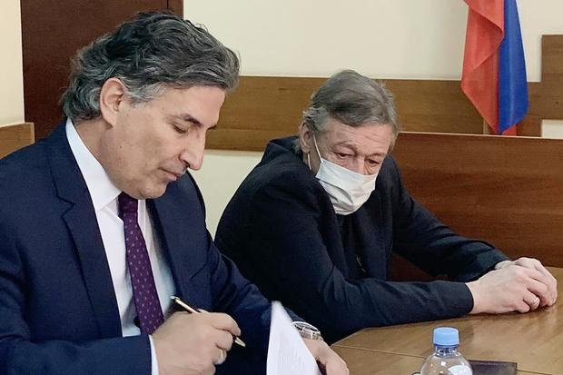 Фото №2 - Михаил Ефремов подал в суд личную жалобу на приговор и заявил, что раскаялся в содеянном