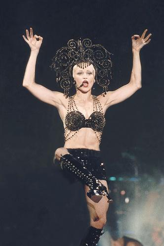Фото №16 - Королева скандала: самые запоминающиеся образы Мадонны