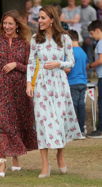Фото №3 - Модный букет: как королевские особы носят цветочный принт