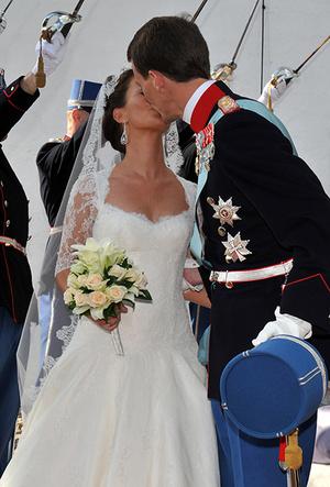 Фото №49 - Самые трогательные моменты королевских свадеб (о Гарри и Меган мы тоже не забыли)