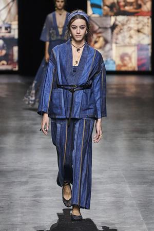 Фото №15 - Какие джинсы будут в моде весной и летом 2021