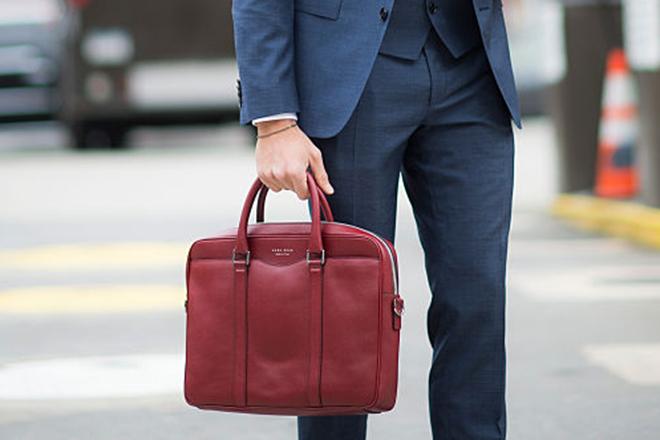 Фото №1 - Как выбрать сумку, чтобы мужчина ее носил: советы эксперта