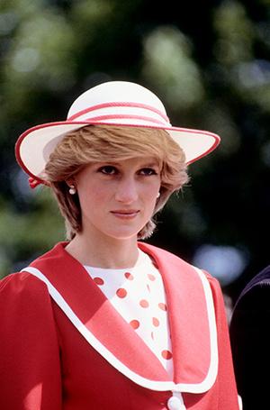 Фото №55 - 70 красных нарядов: как принцесса Диана носила любимый цвет