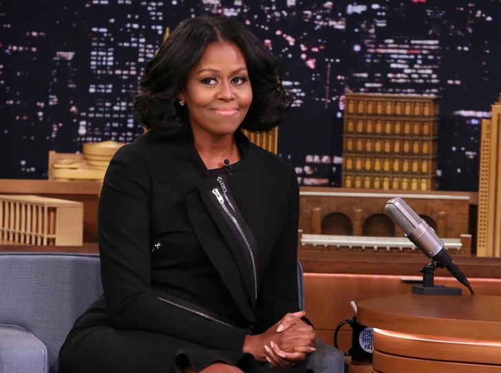 Фото №1 - Почему Мишель Обама отказалась фотографироваться с Трампами