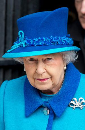 Фото №27 - Как отличить Королеву: каблук 5 см, сумка Launer, яркое пальто и никаких брюк