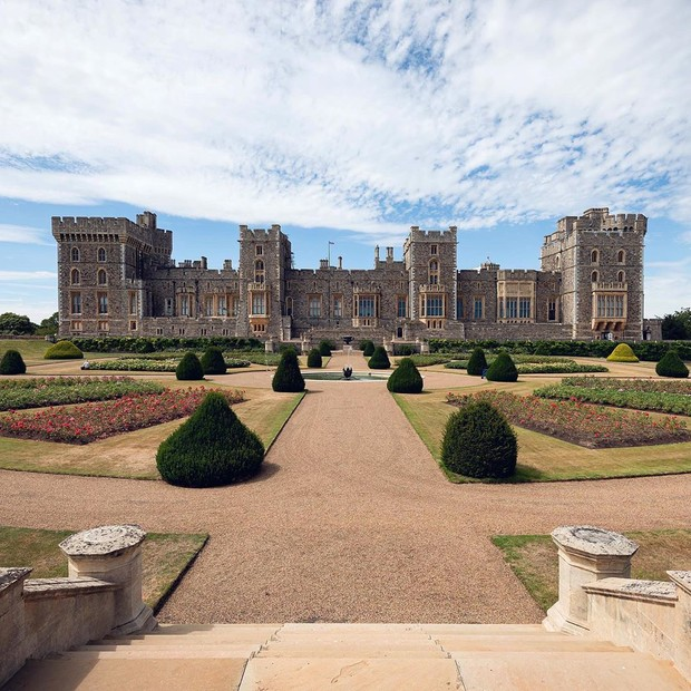 Фото №1 - Елизавета II открывает свои частные сады для публики впервые за 40 лет
