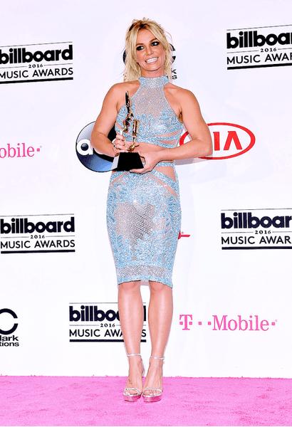 Фото №6 - WOW! Бритни Спирс поразила фееричным шоу на BBMAs