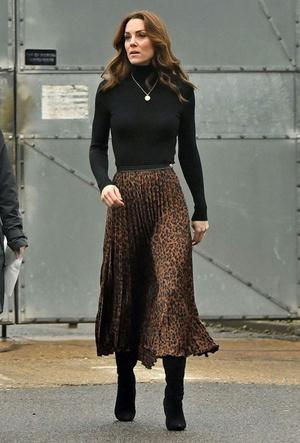 Фото №5 - Вечная классика: как королевские особы носят плиссированные юбки