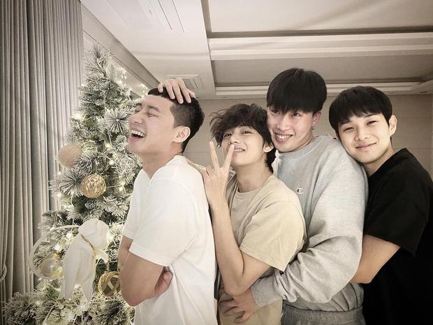 Фото №1 - 10 самых няшных моментов дружбы Пак Со Джуна и Ви из BTS 💕