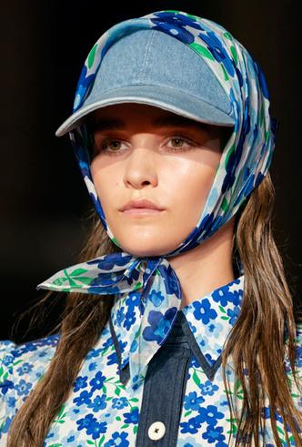 Фото №18 - Шляпы, панамы и кепки: модные головные уборы для лета 2020