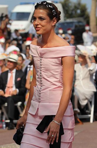 Фото №3 - В каком платье Шарлотта Казираги пойдет к алтарю?