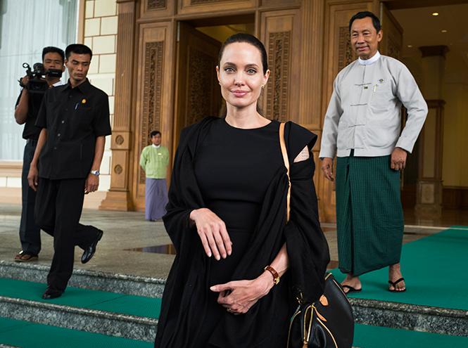 Фото №1 - Где и с кем Анджелина Джоли встретила Новый год