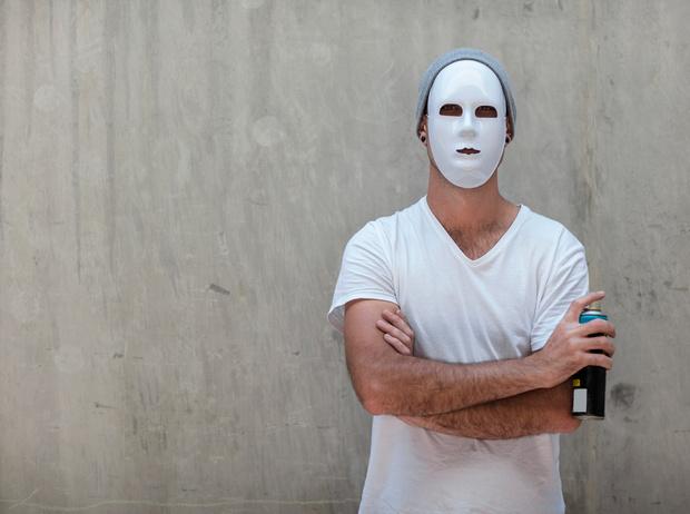 Фото №1 - Кто такой Бэнкси: художник, «качественный вандал» и провокатор