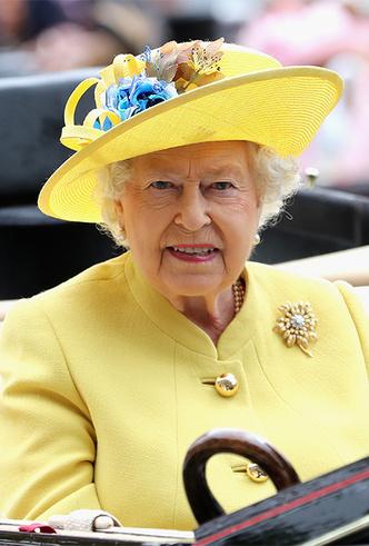 Фото №9 - Делайте ставки, господа: шляпки Королевы на Royal Ascot