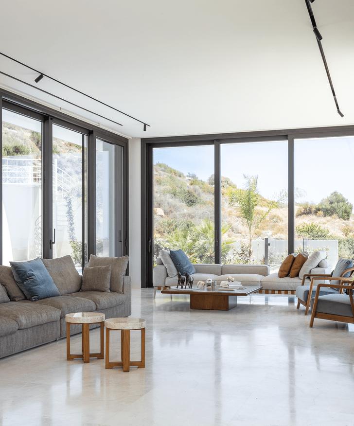 Фото №3 - Минималистская вилла с панорамными окнами на Кипре