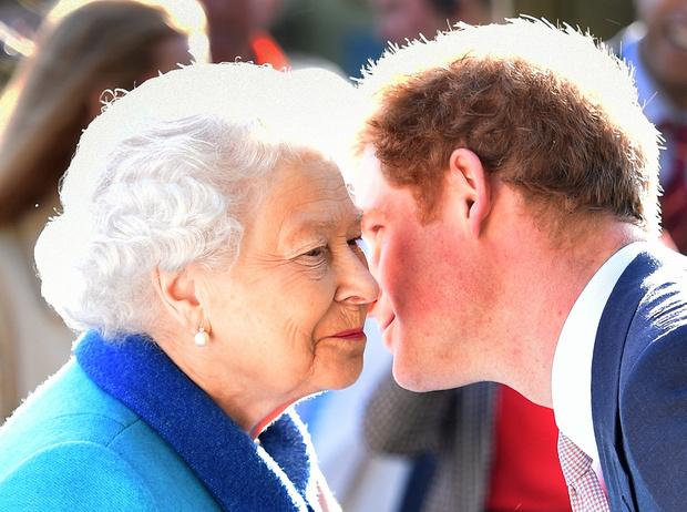 Фото №9 - Хватит ныть, идите работать: как принц Гарри и другие члены королевской семьи разочаровывают британцев