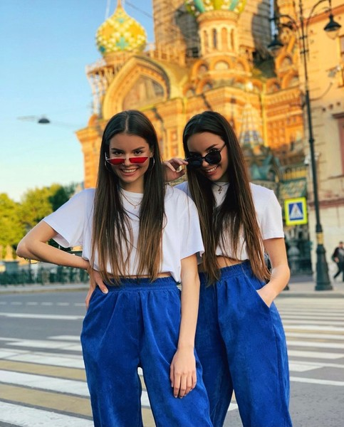 Фото №3 - Интервью с Twins Russian: про конкуренцию, одинаковый вкус в одежде и на парней 😅