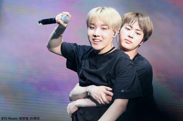 Фото №4 - Джин one love: BTS рассказывают, за что любят своего старшего братика