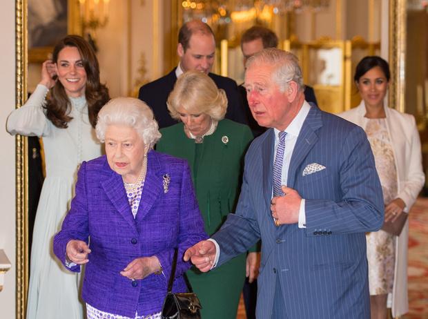 Фото №8 - Как герцогиня Кейт укрепила свои позиции в королевской семье с помощью всего одного платья