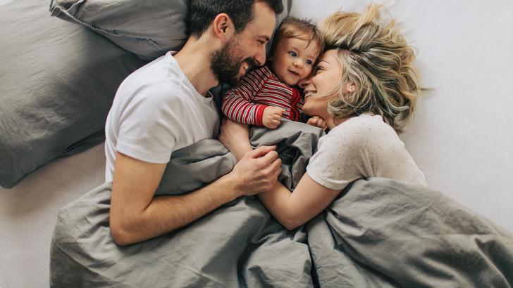 Фото №1 - Как сказывается на браке совместный сон с ребенком