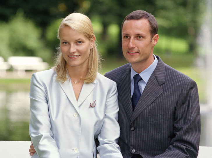 Фото №10 - Как простолюдинки спасли европейские монархии от краха